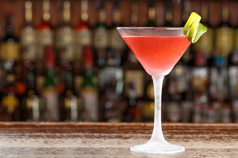 Aprenda a fazer 03 receitas de drinks com chás perfeitas para o verão