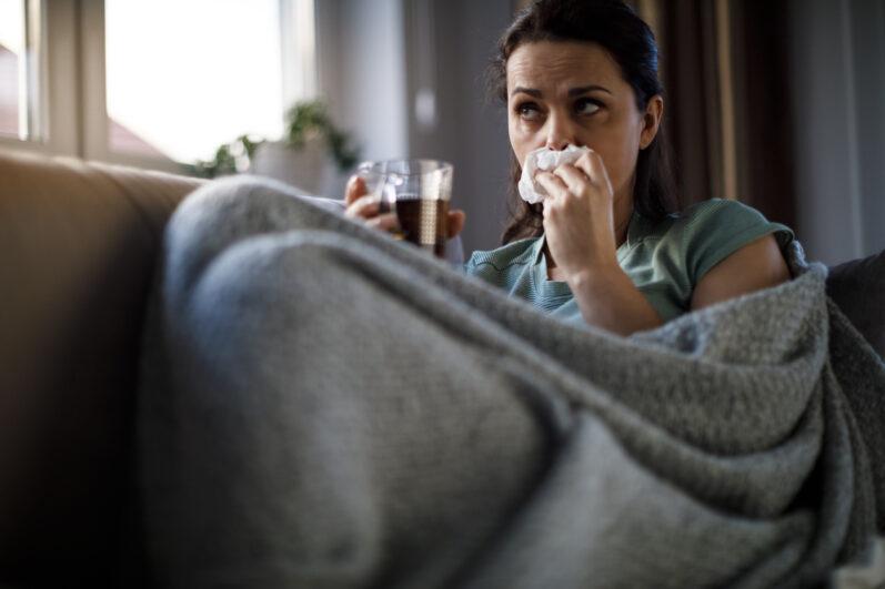 Chá para combater a gripe: conheça ervas que afastam o resfriado
