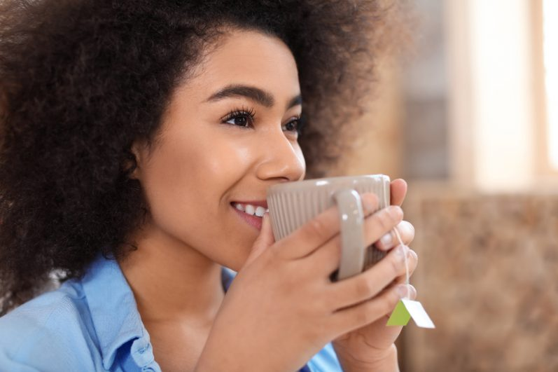 5 benefícios do chá de cidreira