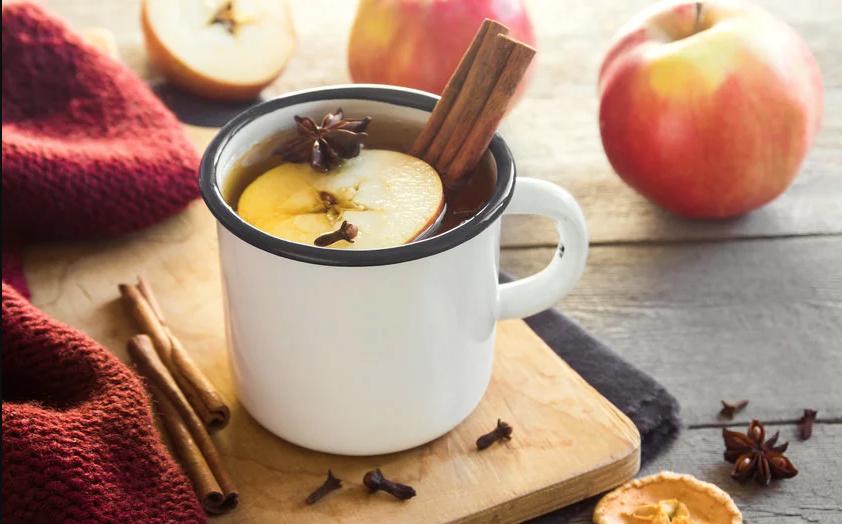 Chá de maçã, pêssego, tangerina e romã para dias de inverno