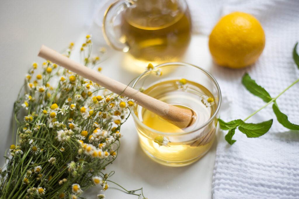 Chá de camomila e laranja para dias de inverno
